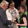 Nagrodę wręcza Przewodniczący Jury Roman Fieberg i Dyr. WDK Gizela Pijar